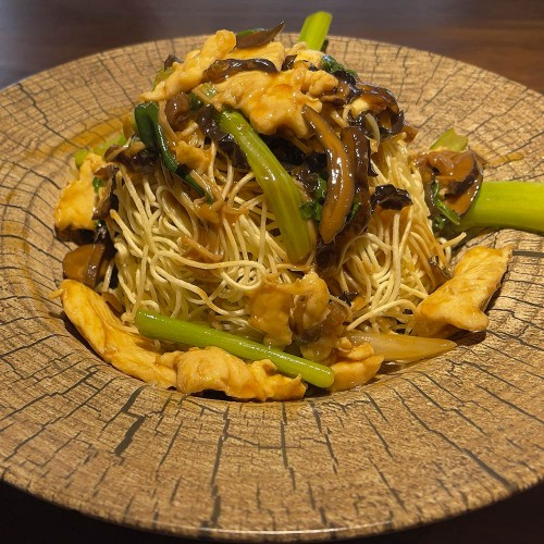 Noodle: crujiente con pollo y shitaki