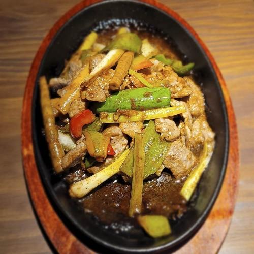 Ushi Teppanm Yaki - Lomo de ternera teppanyaki a la salsa teriyaki